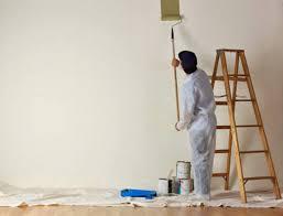 Tại sao tường sơn cũ bị bay màu, bong tróc?
